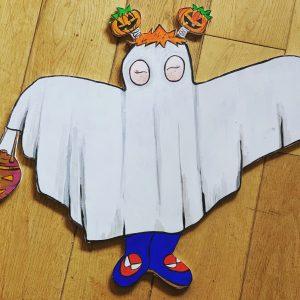 Photo of a door hanger with a Halloween ghost